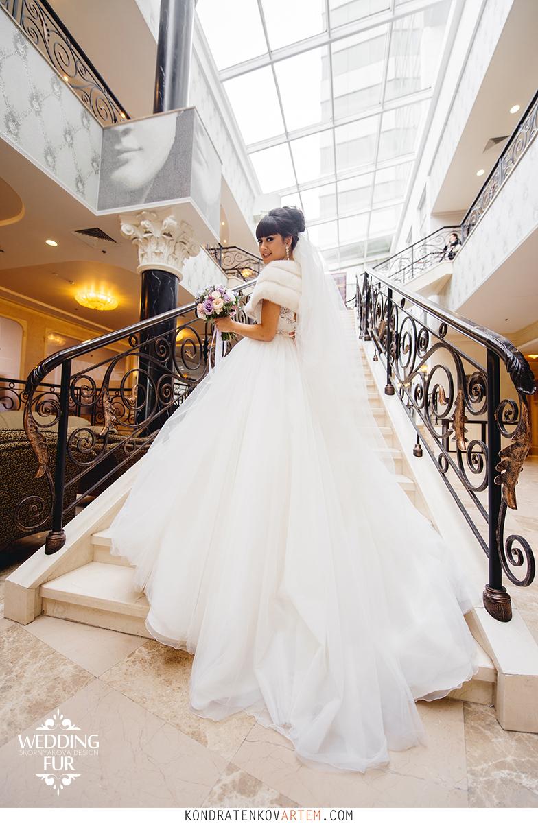 Свадебное платье и свадебная накидка из норки