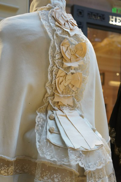 Выставка старинного костюма в ГУМ
