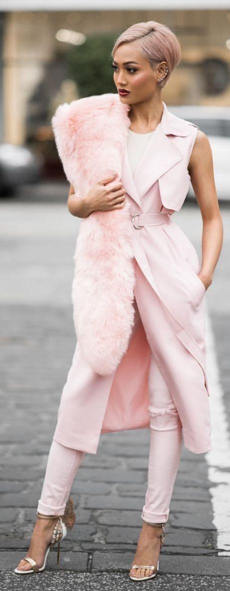 Розовый меховой палантин